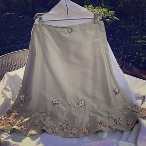 Ladies new with tags skirt with applaque